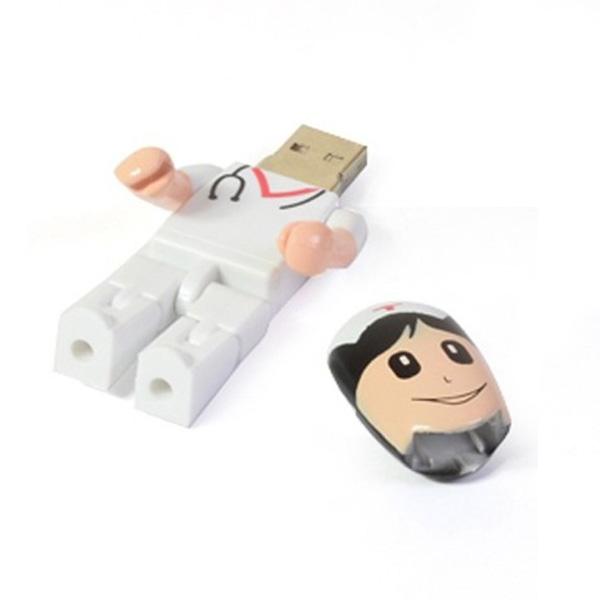 USB en forma de enfermera, 4GB de capacidad.