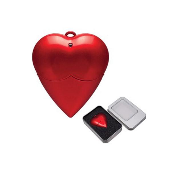 MEMORIA USB EN FORMA DE CORAZON DE 8GB, EL ESTUCHE METALICO SE VENDE POR SEPARADO.