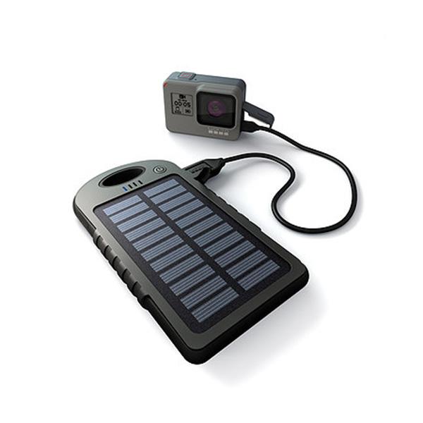 Powerbank con celda solar (se puede cargar conectandola directamente a la corriente). Carga 2 dispositivos a la vez. Incluye: Cable usb en color blanco para cargar Especificaciones: Batería: Capacidad real de 5000mAh Li-polímero
