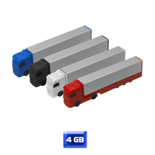 USB en forma de tráiler. 4 GB de capacidad. Carrito en plástico y caja en aluminio.