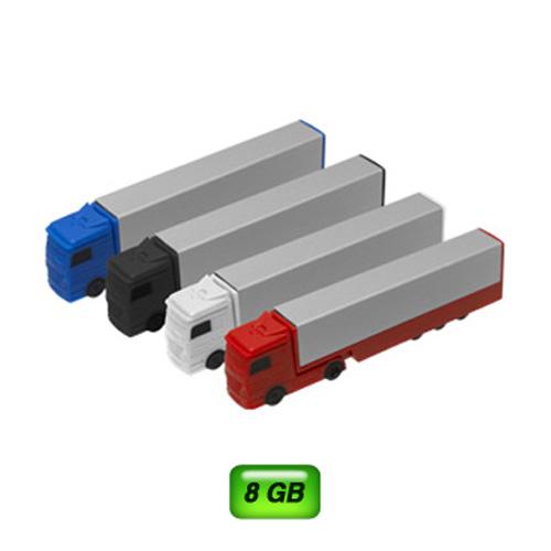 USB en forma de tráiler. 8 GB de capacidad. Carrito en plástico y caja en aluminio.