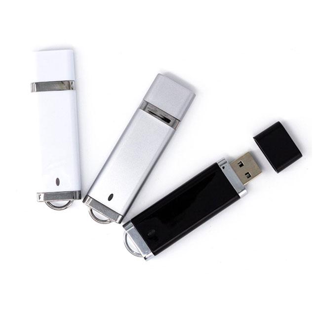 USB Luxury 8Gb con tapa y cordón del color de la memoria.