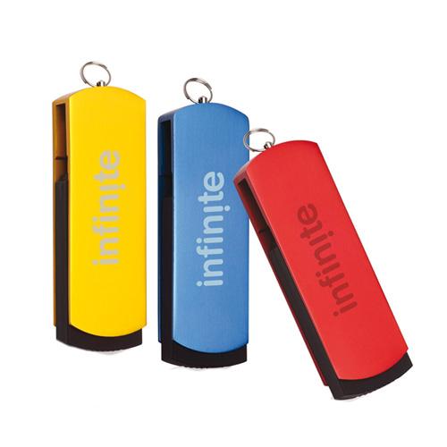 Memoria USB giratoria con cuerpo metalico y anillo para llavero.