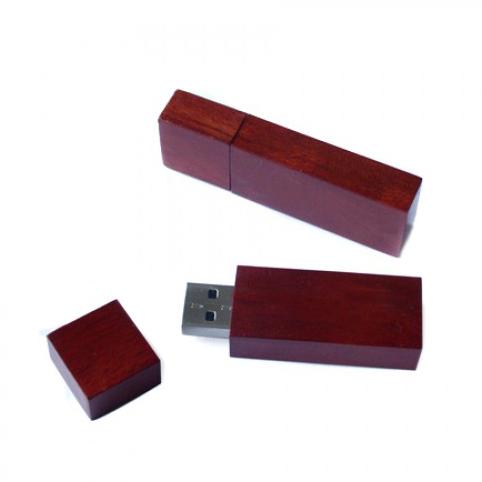 Memoria USB rectagular de madera en varios colores con tapa.