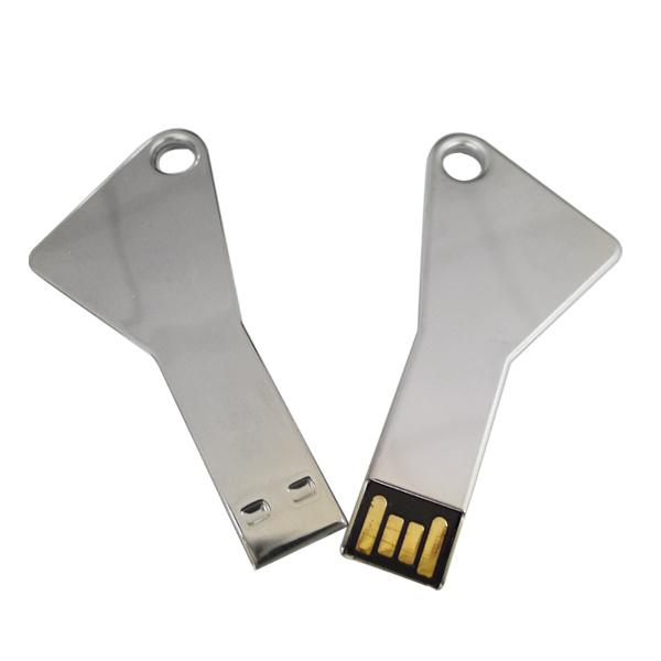 Memoria USB en forma de llave con espacio paa llavero.
