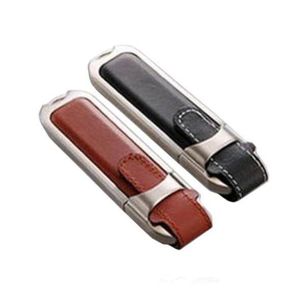 Memoria USB de piel con detalles metalicos.
