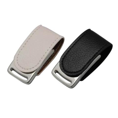 Memoria USB cubierta de piel con sistema de cierre magnetico.